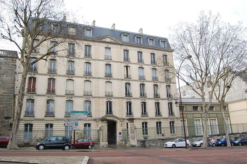 Photo du Monument Historique Domaine national : Hôtel des Réservoirs ou Hôtel de Pompadour situé à Versailles