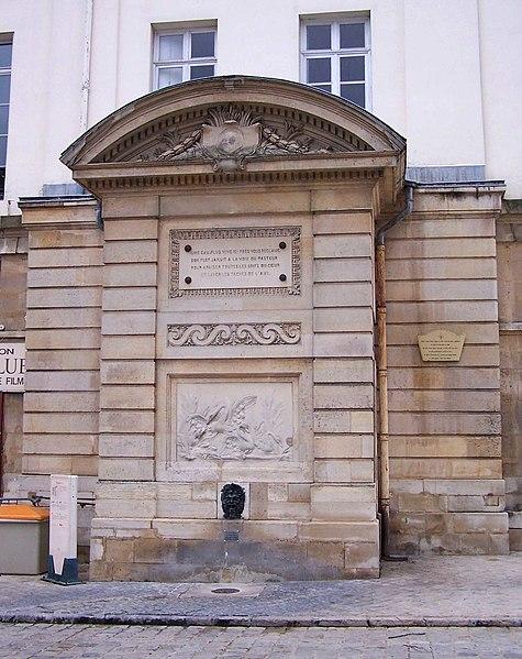 Photo du Monument Historique Fontaine sur la place situé à Versailles