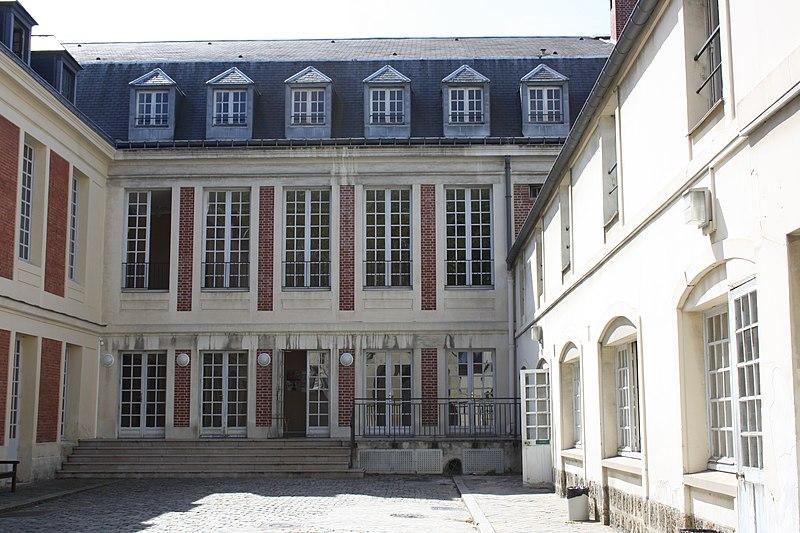 Photo du Monument Historique Hôtel de la Chancellerie situé à Versailles