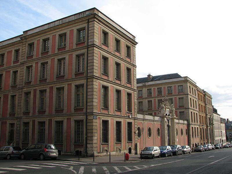Photo du Monument Historique Hôtel du Ministère de la Guerre situé à Versailles