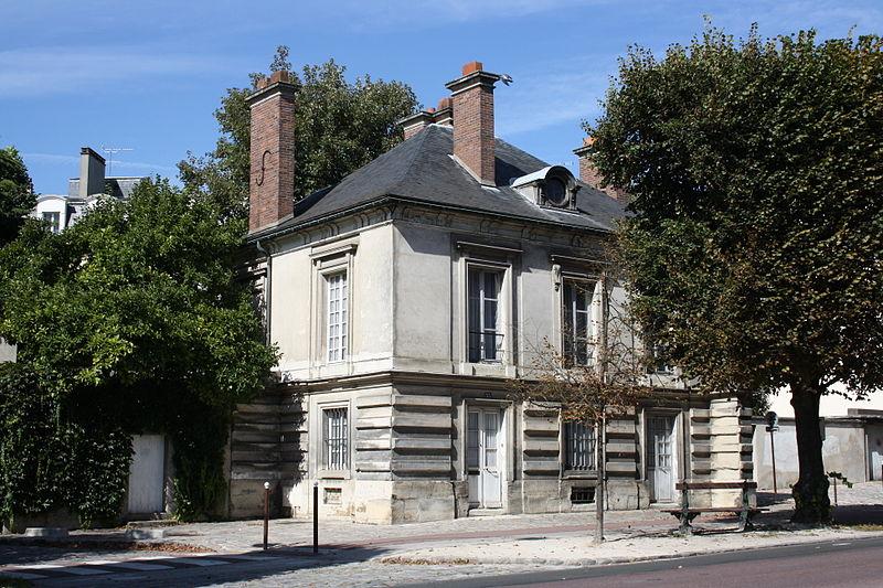 Photo du Monument Historique Pavillon de l'octroi (pavillon ouest de la grille Saint-Germain) situé à Versailles
