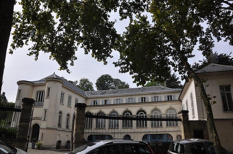 Photo du Monument Historique Villa Moricet situé à Versailles