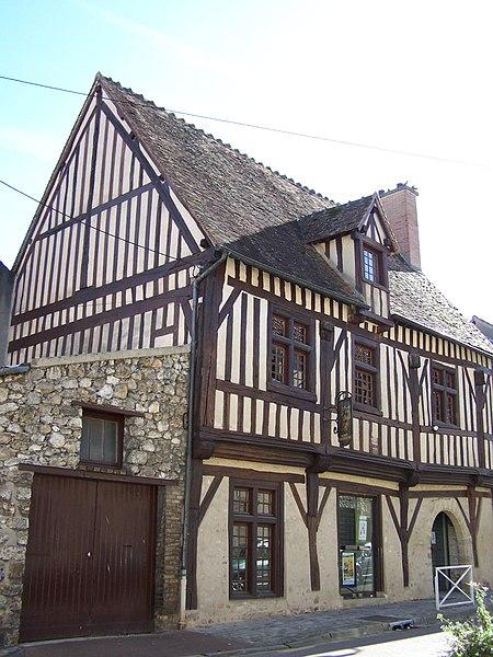 Photo du Monument Historique Maison Saint-Vincent-de-Paul situé à Villepreux