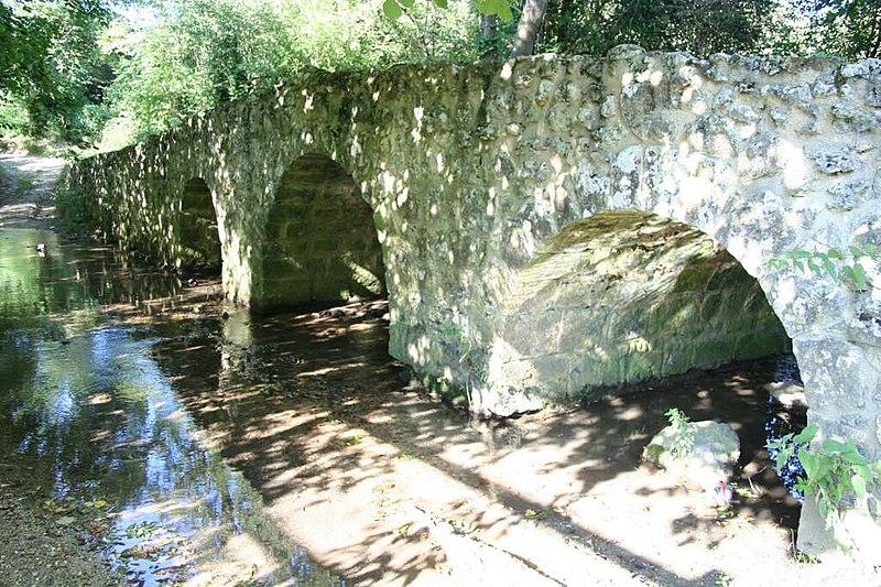Photo du Monument Historique Pont de l'Arche situé à Montchauvet
