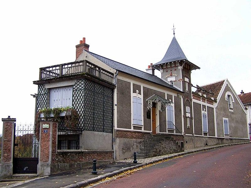 Photo du Monument Historique Maison de Maurice Ravel, actuellement musée situé à Montfort-l'Amaury