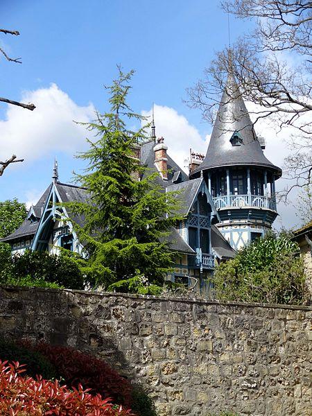Photo du Monument Historique Villa Collin situé à Fourqueux