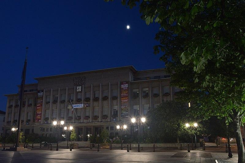 Photo du Monument Historique Hôtel de ville situé à Poissy