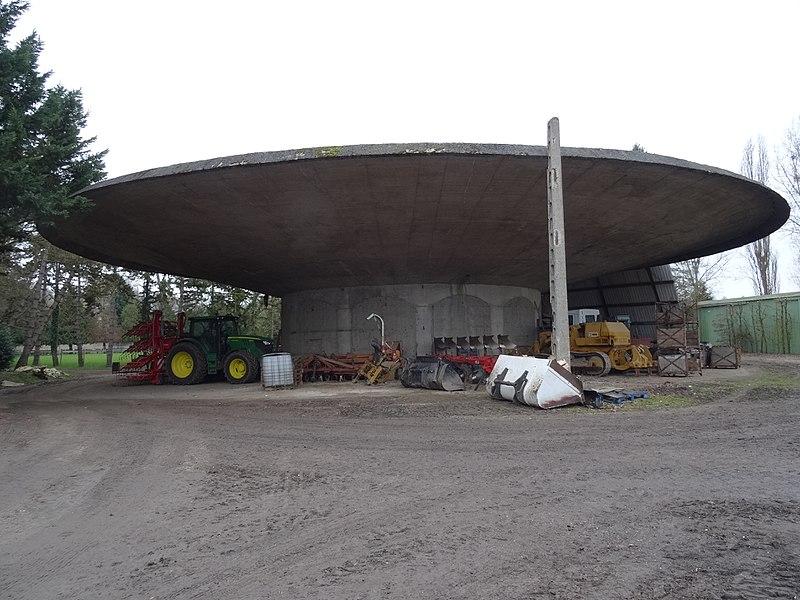 Photo du Monument Historique Hangar agricole de Grand'Maisons situé à Villepreux