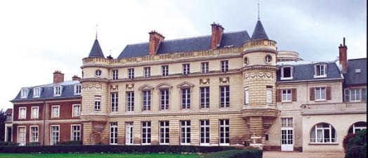 """Photo du Monument Historique Institution Notre-Dame """" Les Oiseaux """" situé à Verneuil-sur-Seine"""