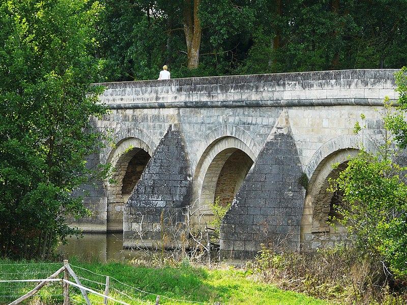Photo du Monument Historique Pont du Vernay situé à Airvault