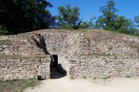 Photo du Monument Historique Groupe de six tumuli situé à Bougon