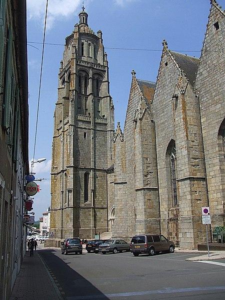 Photo du Monument Historique Eglise Notre-Dame situé à Bressuire