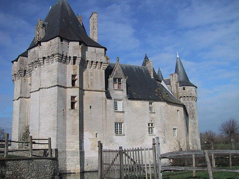 Photo du Monument Historique Château situé à Cherveux