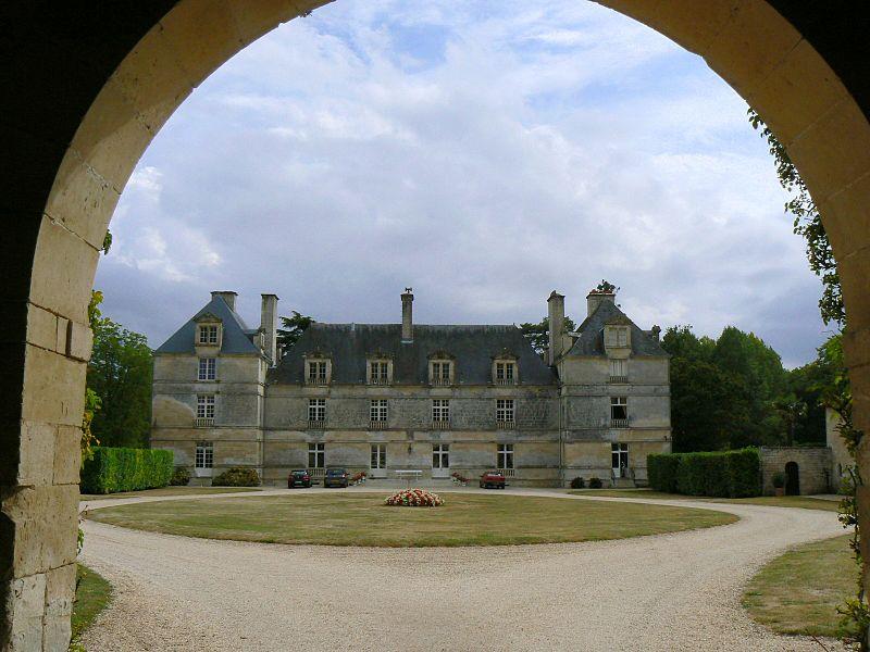Photo du Monument Historique Château de la Taillée situé à Echiré