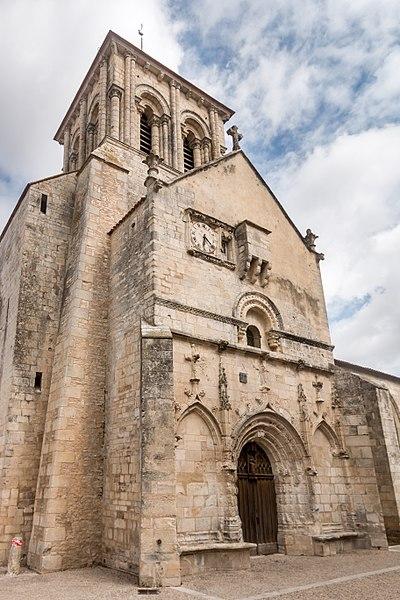 Photo du Monument Historique Eglise Saint-Pierre£ situé à Frontenay-Rohan-Rohan