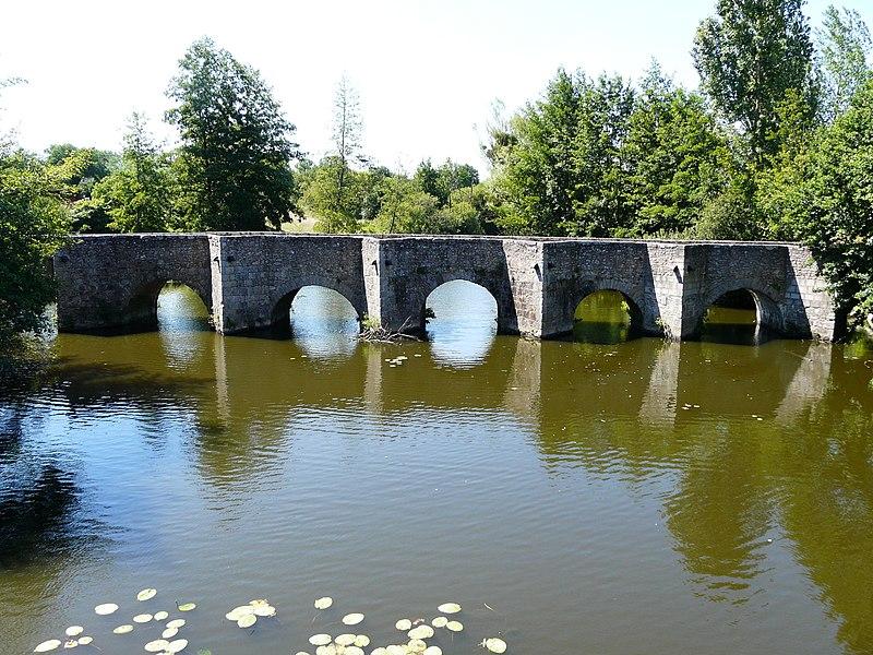 Photo du Monument Historique Pont situé à Gourgé