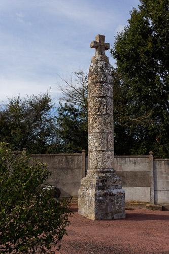 Photo du Monument Historique Croix du cimetière situé à Louin