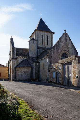 Photo du Monument Historique Eglise Saint-Jean-Baptiste situé à Marnes