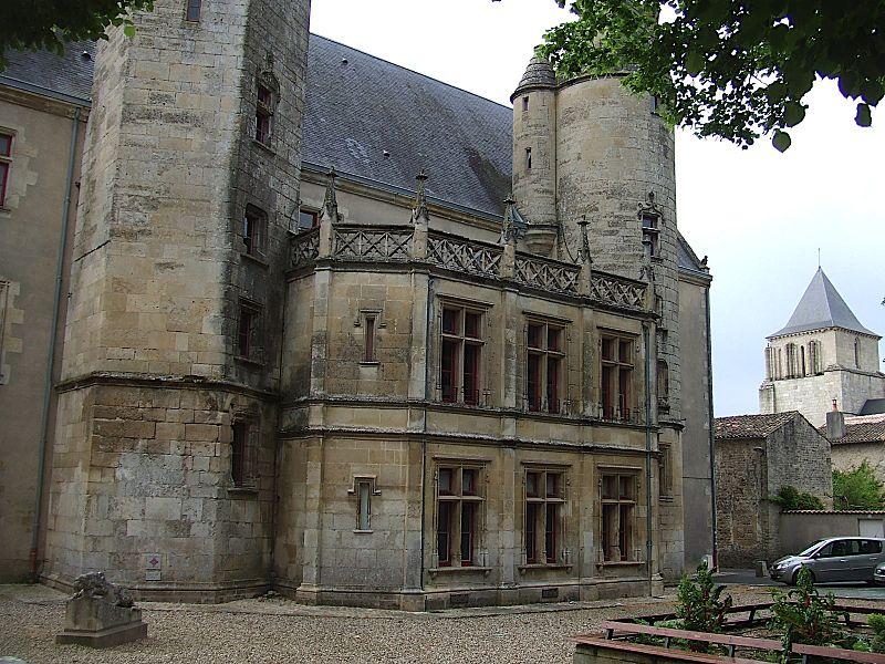 Photo du Monument Historique Ancien Palais de Justice, ancien Hôtel de Ménoc situé à Melle