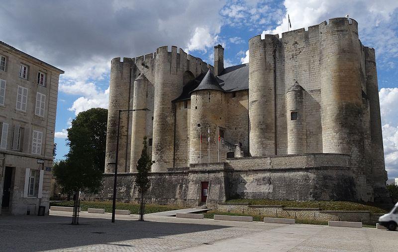 Photo du Monument Historique Château de Niort situé à Niort