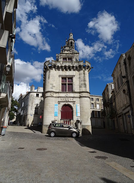 Photo du Monument Historique Ancien hôtel de ville, dit Le Pilori situé à Niort