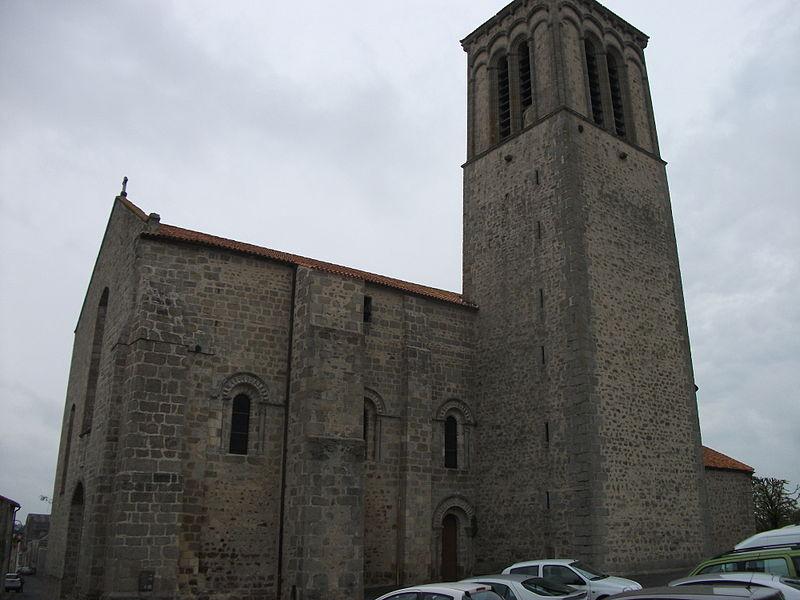 Photo du Monument Historique Eglise Sainte-Croix situé à Parthenay