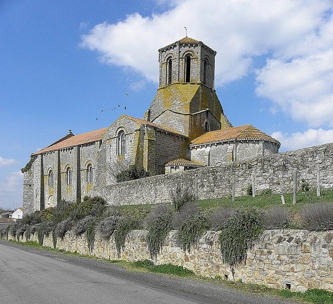 Photo du Monument Historique Ancienne église priorale Saint-Pierre de Parthenay-le-Vieux situé à Parthenay