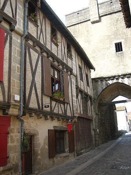 Photo du Monument Historique Maison situé à Parthenay