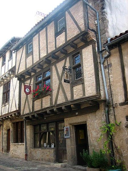 Photo du Monument Historique Maisons situé à Parthenay