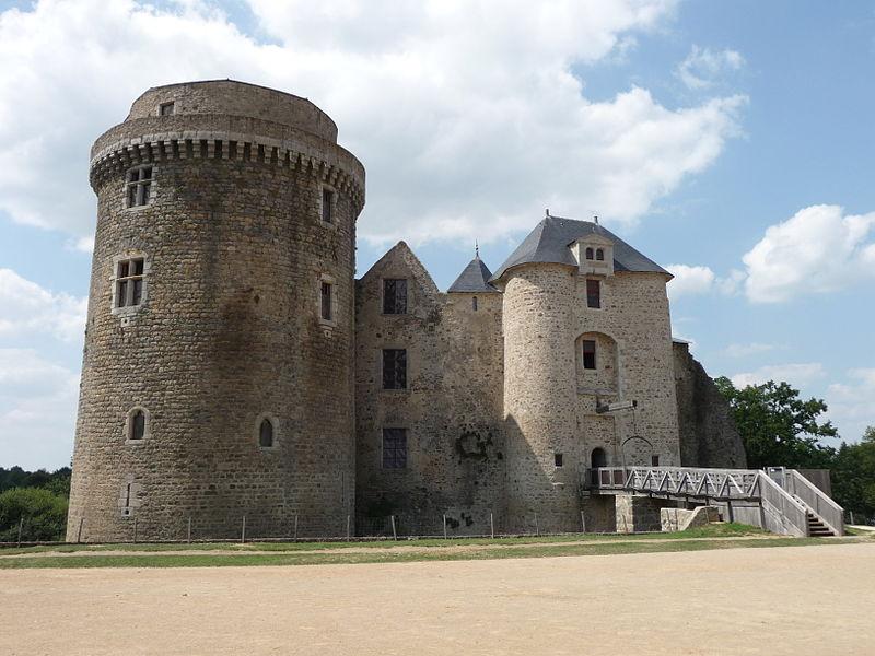 Photo du Monument Historique Château de Saint-Mesmin situé à Saint-André-sur-Sèvre