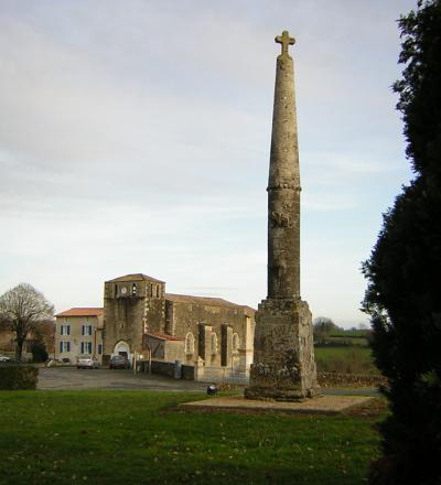 Photo du Monument Historique Croix de cimetière situé à Saint-Christophe-sur-Roc
