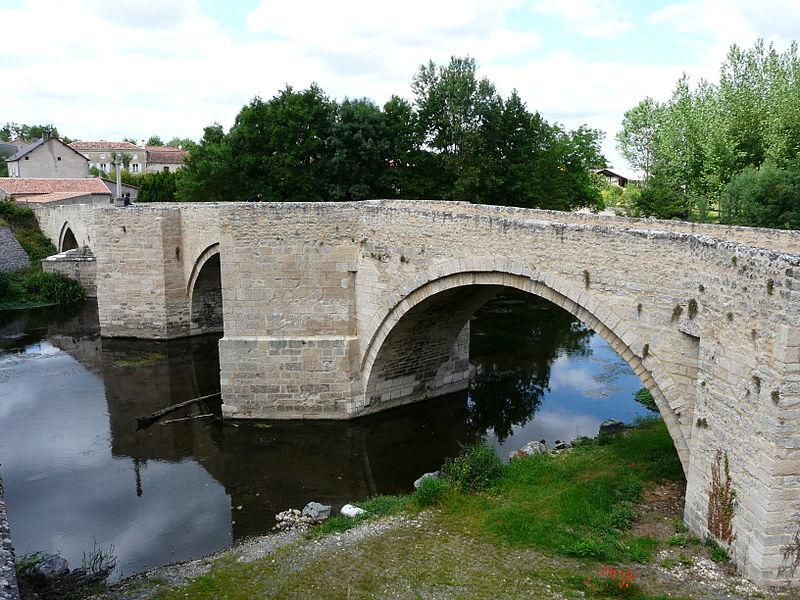 Photo du Monument Historique Pont sur le Thouet situé à Saint-Généroux