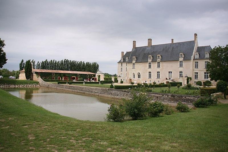 Photo du Monument Historique Château de Sanzay situé à Saint-Martin-de-Sanzay
