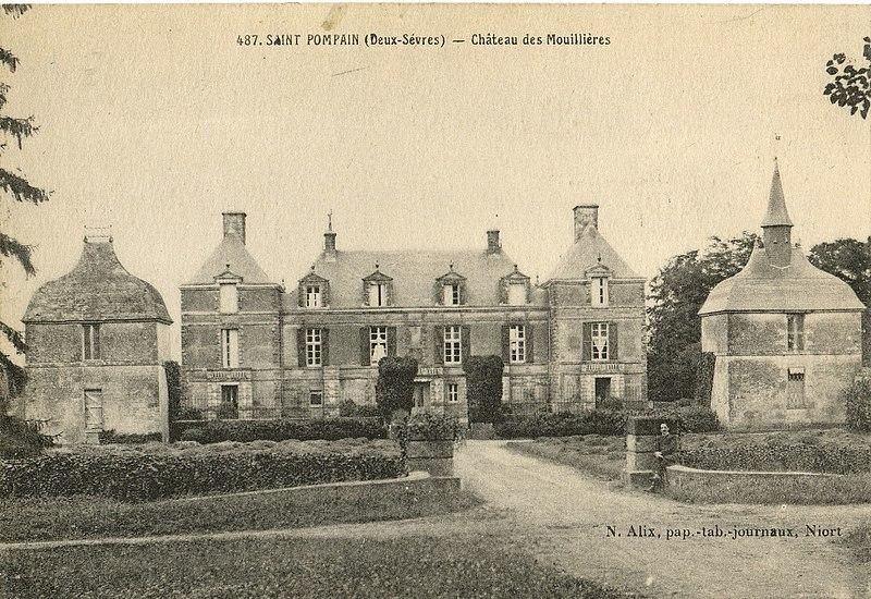 Photo du Monument Historique Château des Moulières situé à Saint-Pompain
