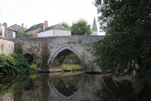Photo du Monument Historique Vieux Pont situé à Saint-Varent