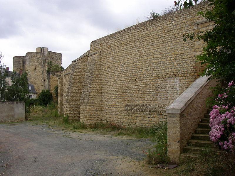 Photo du Monument Historique Restes des anciens remparts situé à Thouars