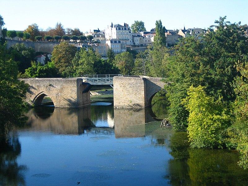 Photo du Monument Historique Vieux Pont et poterne, dit aussi Pont Neuf ou Pont Saint-Jean situé à Thouars