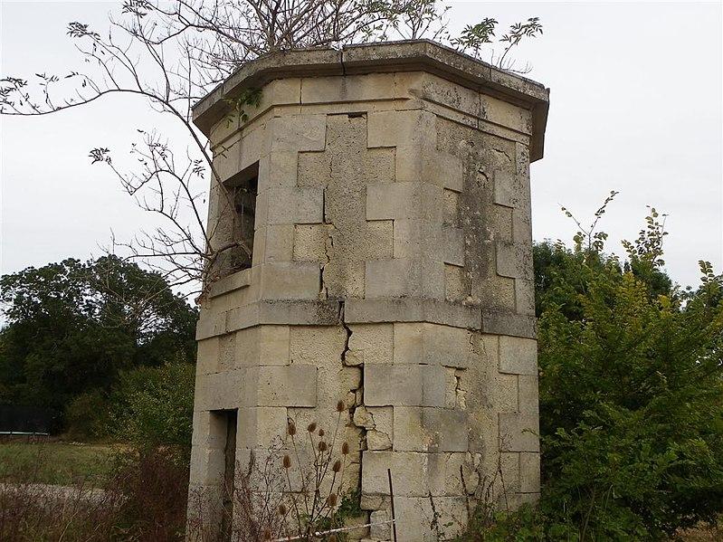 Photo du Monument Historique Pigeonnier situé à Bessines