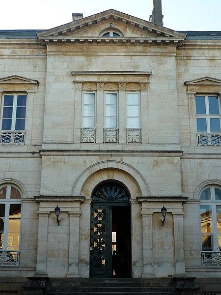 Photo du Monument Historique Hôtel de la Roulière situé à Niort