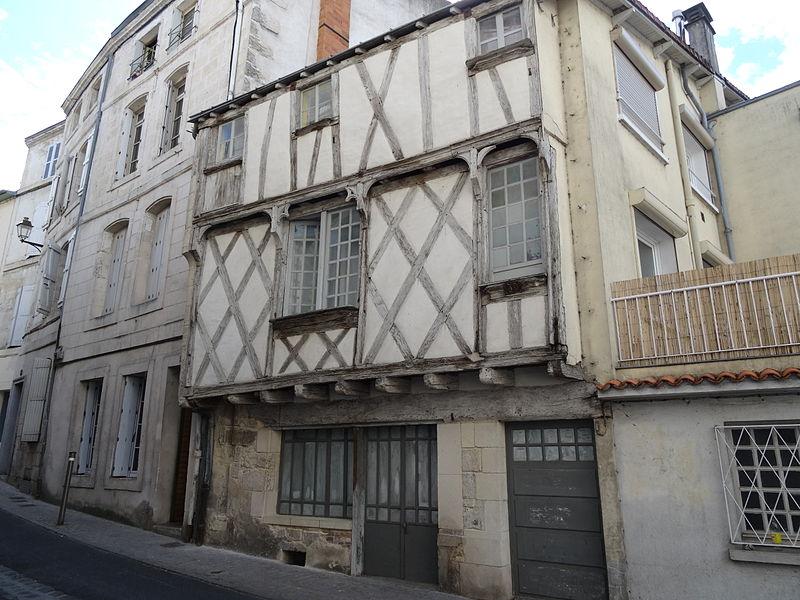 Photo du Monument Historique Hôtel de Chaumont situé à Niort