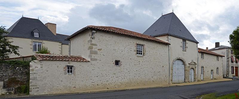 Photo du Monument Historique Manoir de Saint-Jouin situé à Mauléon
