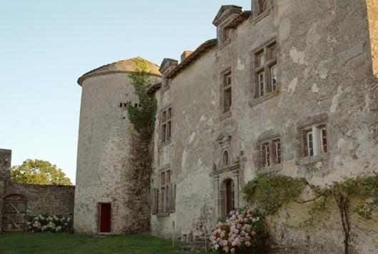 Photo du Monument Historique Manoir de Puy Blain situé à Bressuire