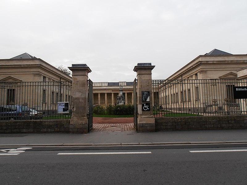 Photo du Monument Historique Bibliothèque municipale situé à Amiens