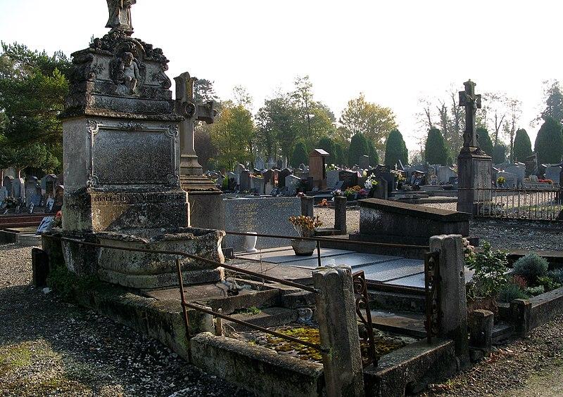 Photo du Monument Historique Cimetière de la Madeleine situé à Amiens