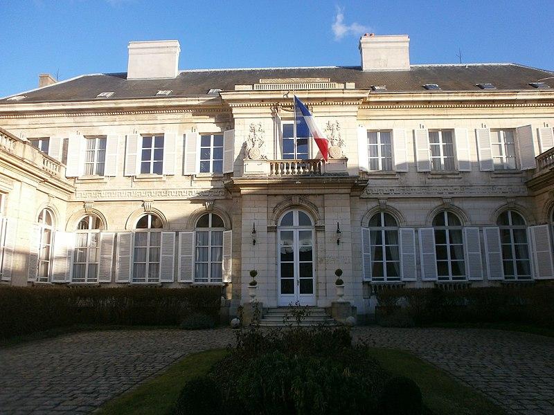 Photo du Monument Historique Hôtel de la préfecture du département de la Somme situé à Amiens