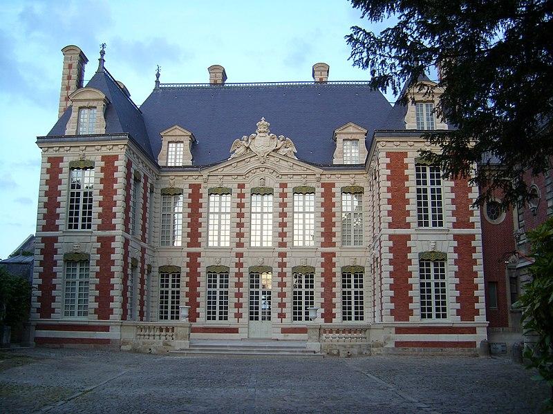 Photo du Monument Historique Ancien hôtel des Trésoriers de France, ou hôtel de Berny, actuellement Musée d'Art local et d'Histoire régionale situé à Amiens