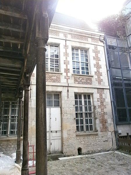 Photo du Monument Historique Hôtellerie de l'Angle (ou de l'Ange) d'Or situé à Amiens