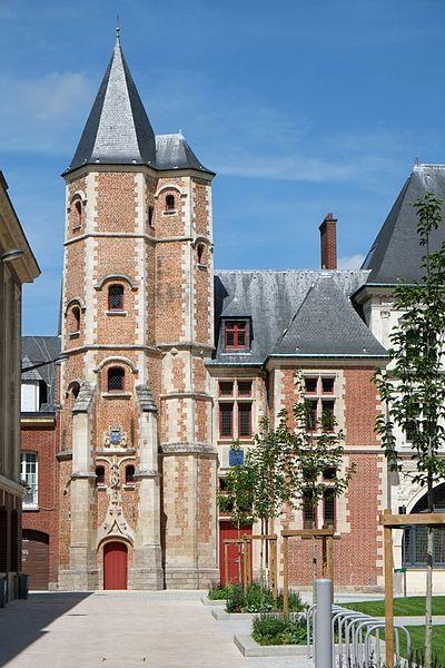 Photo du Monument Historique Logis du Roi situé à Amiens