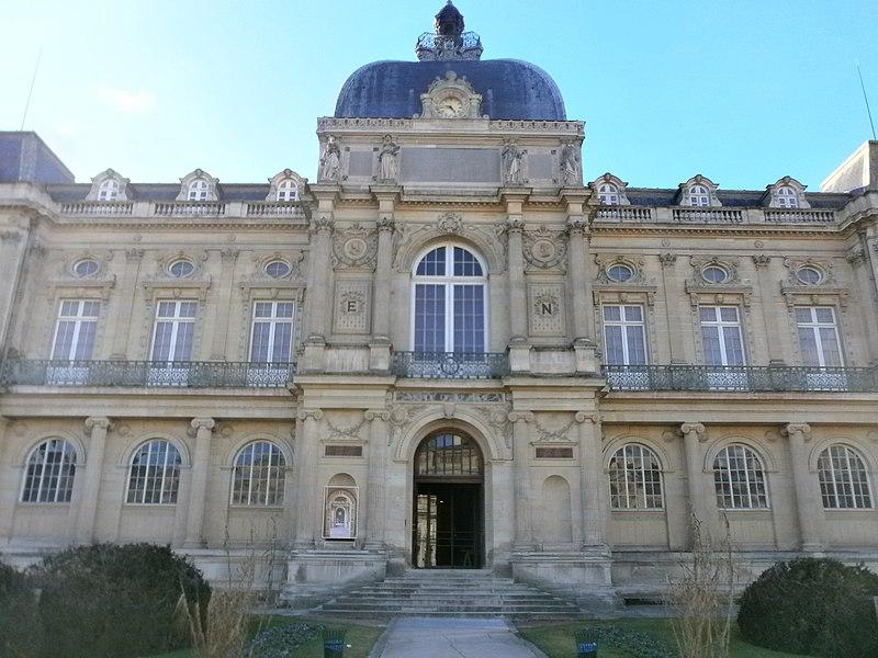 Photo du Monument Historique Musée de Picardie situé à Amiens