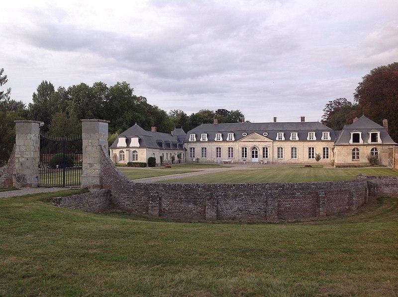 Photo du Monument Historique Château de Boufflers situé à Remiencourt